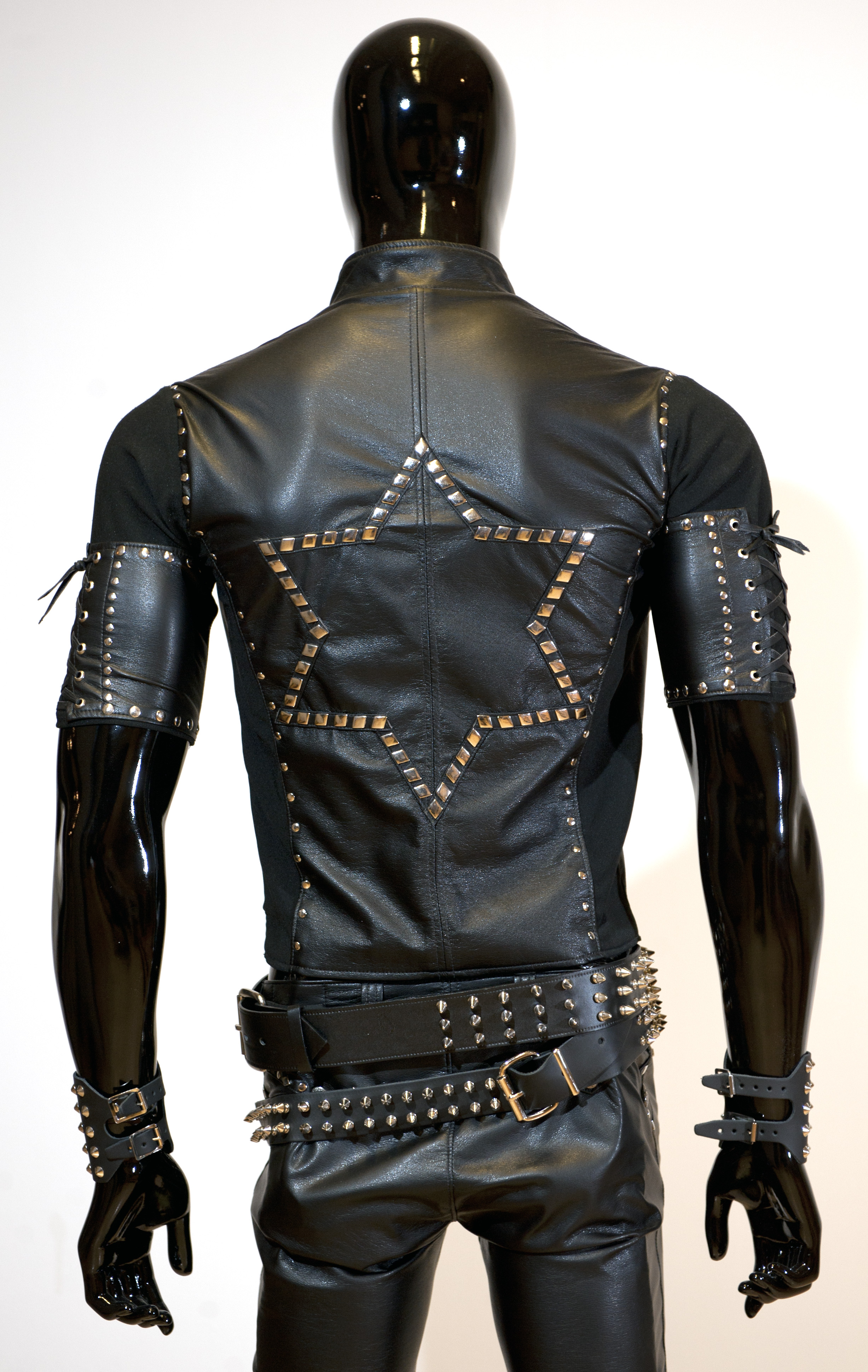 Home of Metal | Rob Halford and Black & Silver Leather Jacket: funny-pictures.picphotos.net/rob-halford-leather/2fast2die.com*wp...